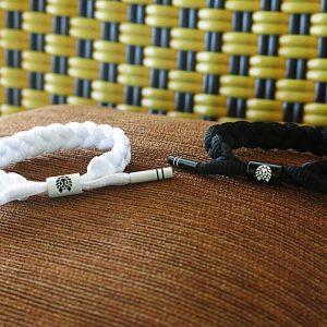Tông màu trắng đen phù hợp với mọi cặp đôi